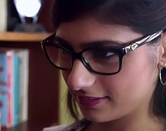 Bangbros - mia khalifa is close by and hotter than ever! check in the money out!